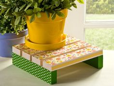 Decoupage a Wood Plant Stand for Spring - Mod Podge Rocks Garden Crafts, Home Crafts, Diy Crafts, Garden Ideas, Paper Crafts, Garden Projects, Summer Diy, Summer Crafts, Beach Crafts