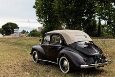 #Renault #4CV #Découvrable au #Retrocoeur à #Martigues. #MoteuràSouvenirs Reportage : http://newsdanciennes.com/2016/06/01/retrocoeur-2016-retour-reussite/ #ClassicCar #Voitures #Anciennes