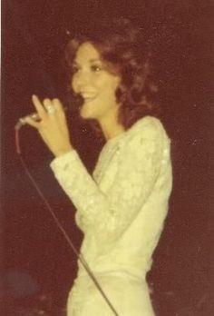 Karen Carpenter.  Saw her in concert in Abilene, TX.  She had a beautiful voice!!! Richard Carpenter, Karen Carpenter, Kim Basinger Now, Heart Failure Treatment, Karen Richards, Beautiful Voice, Greatest Songs, Female Singers, Friends In Love