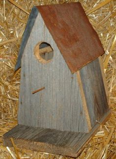 Amish Country Collectible Handmade Primitive Rustic Country Decor Barn wood and tin roof A-frame bird house. Western barn wood and tin provides a heavenly home to your bird friends while enhancing your home and garden decor. Primitive Crafts, Country Primitive, Amish Country, Country Wall Decor, Rustic Decor, Spanish Home Decor, Homemade Bird Houses, Barn Wood Crafts, Birdhouse Designs