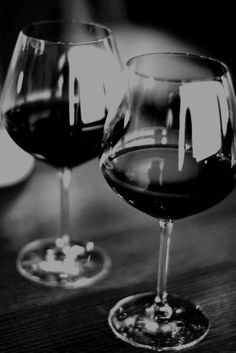 Two wine glasses Wine Drinks, Alcoholic Drinks, Wine Pics, Wine Lovers, Wine Vineyards, Wine Photography, Wine Art, Wine O Clock, In Vino Veritas