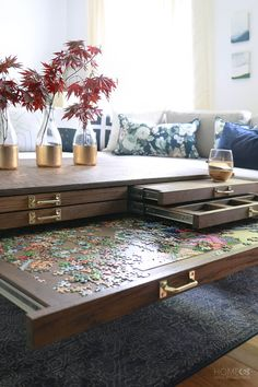 Easy DIY Coffee Table Design Ideas - TRENDUHOME - – Once you have located the right DIY coffee table plans, completion of your project will take ju - Coffee Table Design, Diy Coffee Table Plans, Unique Coffee Table, Ideas For Coffee Tables, Coffee Table Upcycle Ideas, Diy Storage Coffee Table, Coffee Table Games, Puzzle Table, Diy Casa