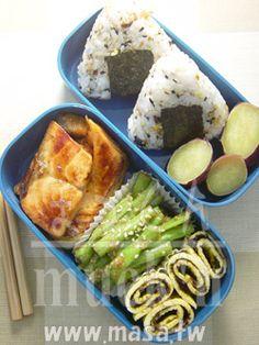 味噌醃煎鮭魚&涼拌芝麻味噌四季豆&海苔蛋卷
