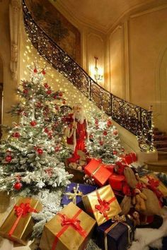 LOVE THE STAIRCASE AND ALL THE  CHRISTMAS  GIFTS AT THE BOTTOM WITH A BEAUTIFUL TREE!  -  CHRISTMAS MAGIC