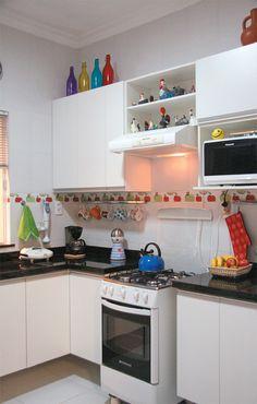 Decoração de Cozinha // Moderno // Cozinha Pequena // Cor Branca // Detalhes Coloridos