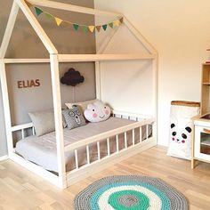 Nordic kidsroom #husseng #housebed #kids #kidsroom #inspiration #myhome #kidsdecor #kidsinterior #kidsinspiration #børneværelse #fermlivingkids #fermliving #diy #pyssel #homemade #sebra #cloudpillow #kidstoy #instakids #kidstyle #nordicinspiration #nordickids #nordichome #photooftheday #monpetitzoreol