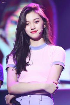 Doyoung // IOI // The real IOI visual right here! Kpop Girl Groups, Korean Girl Groups, Kpop Girls, Jooheon, Kim Chungha, Jeon Somi, Most Beautiful Faces, Beautiful Women, Woman Crush