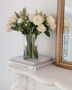 Cream Aesthetic, Classy Aesthetic, Flower Aesthetic, Books Decor, Decoration Plante, Aesthetic Room Decor, Aesthetic Art, My Flower, Floral Flowers