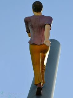 Kassel, Man walking to the Sky Fotografin Anja Weinhold  - Pixymania.de.to -