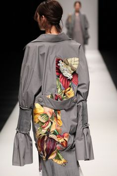 """""""Em Hoa"""" Collection by Nguyen Cong Tri. Tokyo Fashion Week AW 2017"""