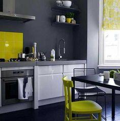Verde, azul roja, amarilla… si todavía no te defines sobre el mejor color para tu cocina, aquí te dejamos algunas ideas para que te sirvan de inspiración. Imágenes vía Mil Ideas www.reformafacilmadrid.es | Tel.: 637637891 #ConsejosRFM #ReformaFacilMadrid #Reformas #Madrid #Cocinas