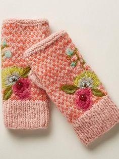 Knitted Gloves, Fingerless Gloves, Knit Mittens, Diy Tricot Crochet, Crochet Stitch, Crochet Gifts, Crochet Ideas, Crochet Lace, Floral Gloves