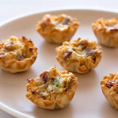 This crowd-pleasing Bacon Cheddar Bites recipe is a super simple and easy appeti. This crowd-pleasing Bacon Cheddar Bites recipe is a super simple and easy appetizer that's perfec Samosas, Empanadas, Appetizers For A Crowd, Bacon Appetizers, Food For A Crowd, Appetizer Recipes, Appetizer Party, Party Snacks, Salami Appetizer
