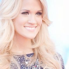 Carrie Underwood American Idol Finale Carrie Underwood Makeup, Carrie Underwood American Idol, Carrie Underwood Pictures, Country Singers, Country Music, Country Guys, Lauren Alaina, Makeup Obsession, Beautiful Long Hair