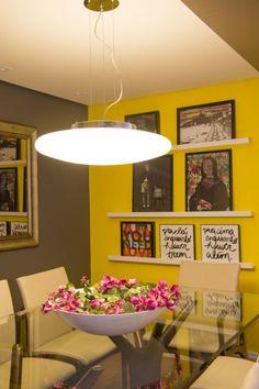 sala de jantar cinza e amarela
