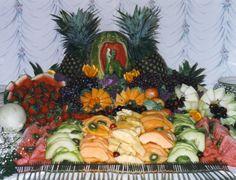 Fruit buffet Fruit Buffet, Fruit Creations, Veggie Tray, Party Stuff, Trays, Party Time, Centerpieces, Dream Wedding, Veggies