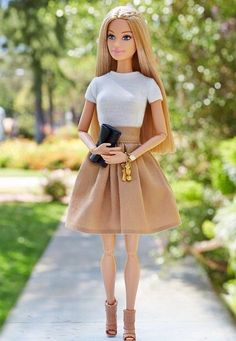 Cómo hacer FALDAS para Barbie – Ropa para muñecas – ★★★★☆ 89 Opinion… How to make SKIRTS for Barbie – Doll clothes – ★★★★ ☆ 89 Opinions – Patterns and Work Barbie Outfits, Diy Barbie Clothes, Barbie Clothes Patterns, Barbie Dress, Barbie Style, Barbie Model, Barbie Vintage, Vintage Paper, Barbie 2015