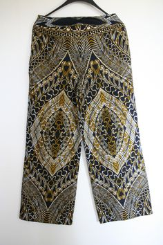 Achterzijde pantalon Vlisco stof.