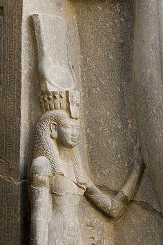 Queen Nefertari between the legs of Ramses II, Luxor Temple, Luxor, Nile Valley, Egypt, Africa