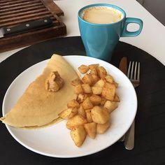 Hora do lanche  Crepe de aveia com pb maçã caramelizada e claro café! #snack #coffee #pancakes #3porsemana #eusouwh #maispertoqueontem #missfitteam #carmo_rs #sagafit #sagafitpt #fitnessportugal #portugalgetfit #fitness #fit #fitfam #fitspo #healthy #healthyfood #healthyliving #comerlimpo #eatclean #foodporn #oatmeal #instapic #instafood #instamood  #winter #cold #juntossomosmaisfit ( # @carolina_sampaiop)