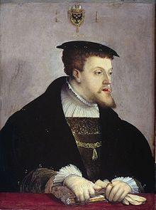 Portrait de Charles Quint par Christoph Amberger (1532). - Malade, déçu, découragé, Charles Quint abdique en 1556 et se retire au monastère de Yuste où il meurt en 1558. Il avait partagé son empire entre son fils Philippe II, qui reçut l'héritage espagnol et bourguignon, et son frère Ferdinand, déjà roi de Bohême et de Hongrie, à qui il léguait ses domaines autrichiens et la couronne impériale.