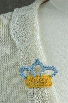 free crochet pattern crown brooch