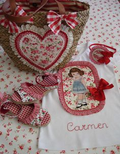 Conjunto Carmen 1 My Sewing Room, Baby Sewing, Sewing Rooms, Quilting, Country Crafts, Doll Dress Patterns, Crochet Purses, Handmade Bags, Embroidery Applique