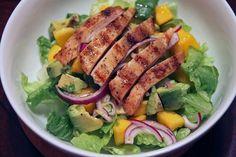 Insalata di pollo con mango e avocado