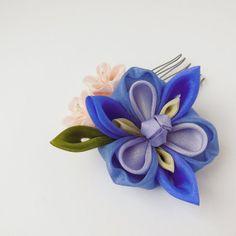 Small Iris with Peach Flowers Tsumami Kanzashi Hair Comb
