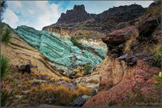 Unusual oxidized rock layers of Fuente de los Azulejos, Gran Canaria, Canary Islands - by Marcel Kraan