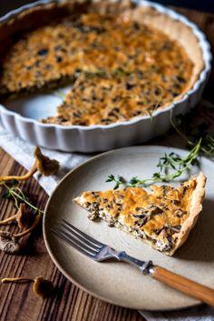 Sienestäjän suppilovahveropiiras Vegetarian Recipes, Healthy Recipes, Healthy Food, A Food, Food And Drink, Pizza, Koti, Baking, Ethnic Recipes