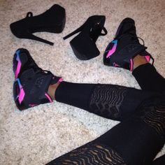 2014 cheap nike shoes for sale info collection off big discount.New nike roshe run,lebron james shoes,authentic jordans and nike foamposites 2014 online. Black Jordans, Nike Air Jordans, Jordans Girls, Retro Jordans, Womens Jordans, Cute Shoes, Me Too Shoes, Pretty Shoes, Zapatillas Jordan Retro