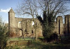 Spofforth Castle in     North Yorkshire |    The ruined hall and chamber of a fortified manor house of the powerful Percy family, dating mainly from the 14th and 15th centuries. via English Heritage