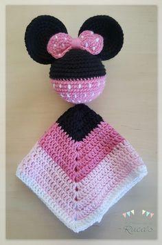 "Képtalálat a következőre: ""vestido minnie mouse a patrones crochet"" Crochet Baby Poncho, Crochet Lovey, Crochet Blanket Patterns, Crochet Gifts, Diy Crochet, Crochet Dolls, Crochet Security Blanket, Baby Hut, Crochet Disney"