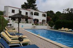 A quick villa tour in Carvoeiro, Portugal (via: http://www.toothbrushtravels.com/2015/07/07/hello-carvoeiro/)