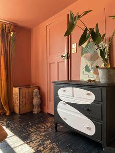 Monochromatic Room, Wood Cladding, Piano Room, Black And White Baby, Large Artwork, White Ceiling, Animal Decor, Animal Nursery, Houses