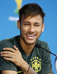 Neymar da Silva Santos Júnior, allgemein bekannt als Neymar oder Neymar Jr. Neymar Jr, Boyfriend Pictures, My Boyfriend, Paris Saint Germain Fc, National Football Teams, Sports Stars, Fc Barcelona, Football Players, Messi