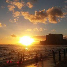 Am #waikikibeach den abend ausklingen lassen #hawaii