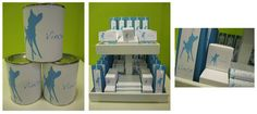 Eenvoudig maar mooi: thema 'hertje' in blauwe kleur op witte achtergrond voor Vince: hoge doosjes, kubusdoosjes, snoepzakjes en mentosrolletjes met gepersonaliseerde labeltjes en wikkels