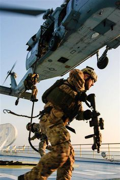 Members of the Italian navy's Gruppo Operativo Incursori board the commercial ferry Excelsior via fastrope from an Knight Hawk helicopter Military Helicopter, Military Gear, Military Life, Military Aircraft, Special Ops, Special Forces, Usmc, Marines, Gi Joe