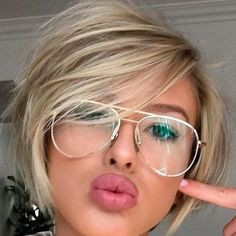 hair cutting style 2019 for women's Short Hair Styles For Round Faces, Short Hair Cuts, Medium Hair Styles, Long Hair Styles, Haircuts For Fine Hair, Hairstyles For Round Faces, Short Bob Hairstyles, Corte Y Color, Hair 2018