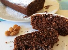Torta+al+mascarpone+con+cacao,+granella+di+nocciole+e+mandorle