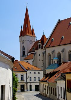 (via 500px / CHURCH OF ST MIKULAS by ALAN KUNOVSKY)  Znojmo, Czech Republic