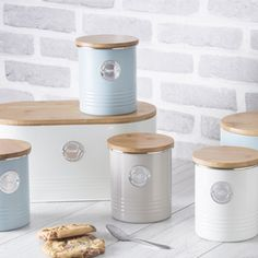 1 million+ Stunning Free Images to Use Anywhere Tea And Coffee Canisters, Sugar Storage, Galvanized Decor, Spray Foam Insulation, Coffee Images, Storage Canisters, Free To Use Images, Cream Tea, Cottage Kitchens
