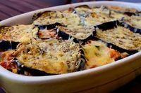 Μελιτζάνες ογκρατέν από τον Τάσο Αντωνίου. Ένα απολαυστικό πιάτο με μελιτζάνες, πλούσια σάλτσα και λιωμένα τυριά που θα γλείφετε τα δάχτυλά σας! Quiche, Potato Salad, Mashed Potatoes, Cauliflower, Macaroni And Cheese, Meat, Chicken, Vegetables, Cooking