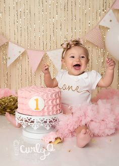 Ideas For Baby Girl Birthday Photoshoot Gold Glitter Princess Smash Cakes, Baby Cake Smash, 1st Birthday Cake Smash, Baby Girl Cakes, Baby Girl 1st Birthday, Cake Smash Cakes, Cake Smash Photos, Smash Cake Girls, Princess Party