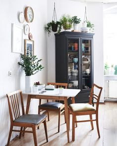 Turn a small dining room into a focal point of your house. Want to realise the potential of your small dining room? or are just stealing a corner from another space in the house, there are lots of things you… Continue Reading → Small Kitchen Tables, Small Tables, Family Kitchen, Dining Table Small Space, Kitchen Ideas, Small Kitchens, Small Table Ideas, Small Square Dining Table, Kitchen Table Small Space