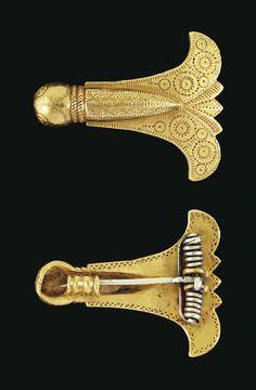 A HUNNIC GOLD CICADA BROOCH -  CIRCA FIRST HALF OF THE 5TH CENTURY A.D.