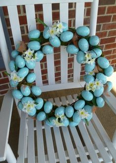 DIY Easter Eggs Wreath ,,, or just a nice spring wreath with the look of robin's eggs! Easter Projects, Easter Crafts, Easter Decor, Easter Ideas, Craft Projects, Hoppy Easter, Easter Eggs, Easter Bunny, Spring Crafts