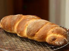 Receita de Trança de batata - 1 kg de farina de trigo , 500g de batata cozida e amassada , 2 x de açúcar , 75g de fermento biológico , 1 colher (chá) de sal , 4 ovos , 3 colheres (sopa) de margarina , 1 x de leite